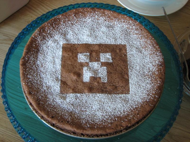 creeper ansikte från minecraft på en tårta